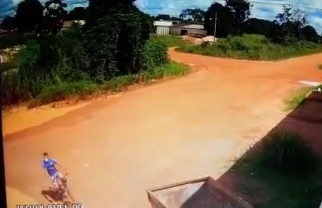 FURTO: Ladrão leva motocicleta e deixa uma bicicleta em depósito