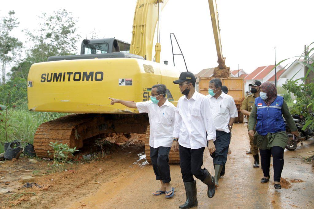 Wakil Walikota Batam Mengunjungi Lokasi Yang Terdampak Banjir