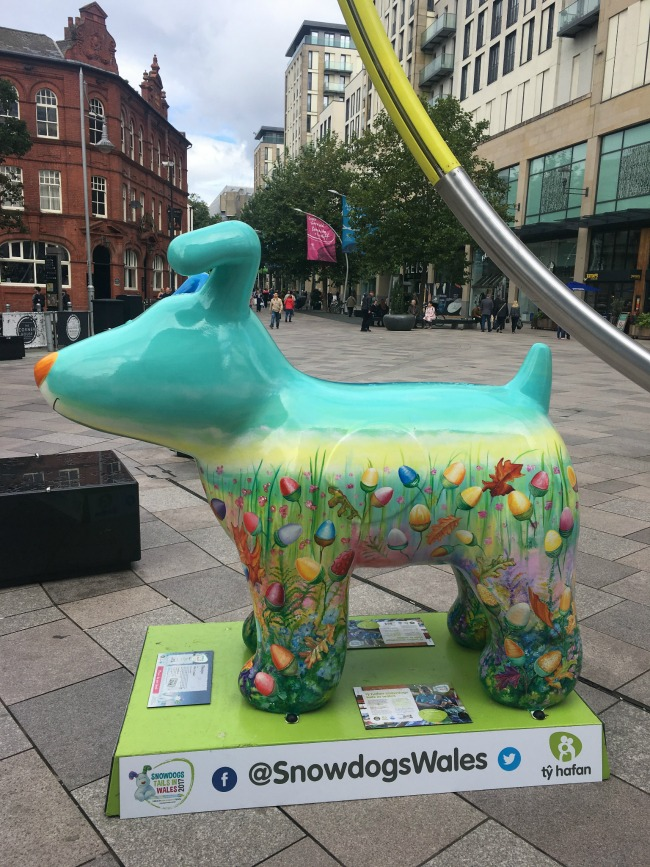 #MySundayPhoto-number-38-snowdogs-in-cardiff-statue-of-dog-decorated-with-painting-of-flowers