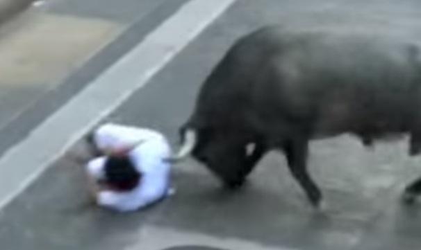 Jovem morre após ser ferido pelo chifre de um touro.