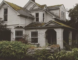What does mean you dream about An old house?