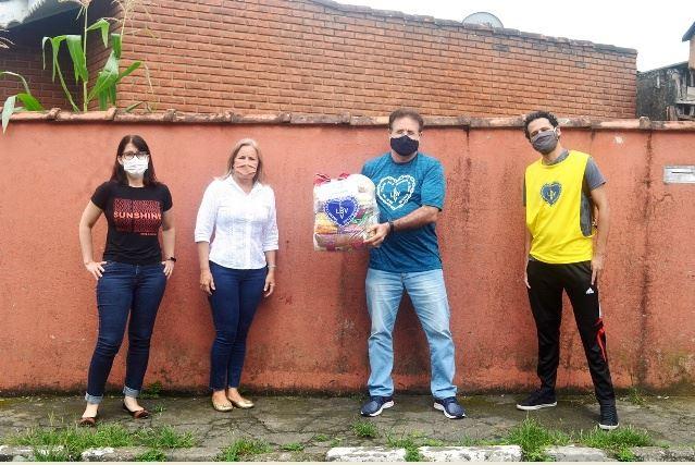 Centenas de famílias registrenses recebem cestas de Natal da LBV