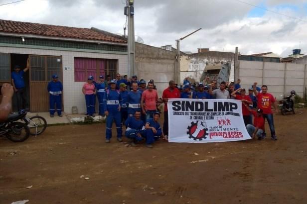 Garis realizam protesto e paralisam atividades em Santa Cruz do Capibaribe