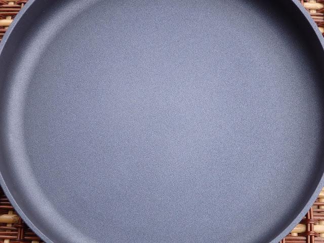 Patelnie tytanowe