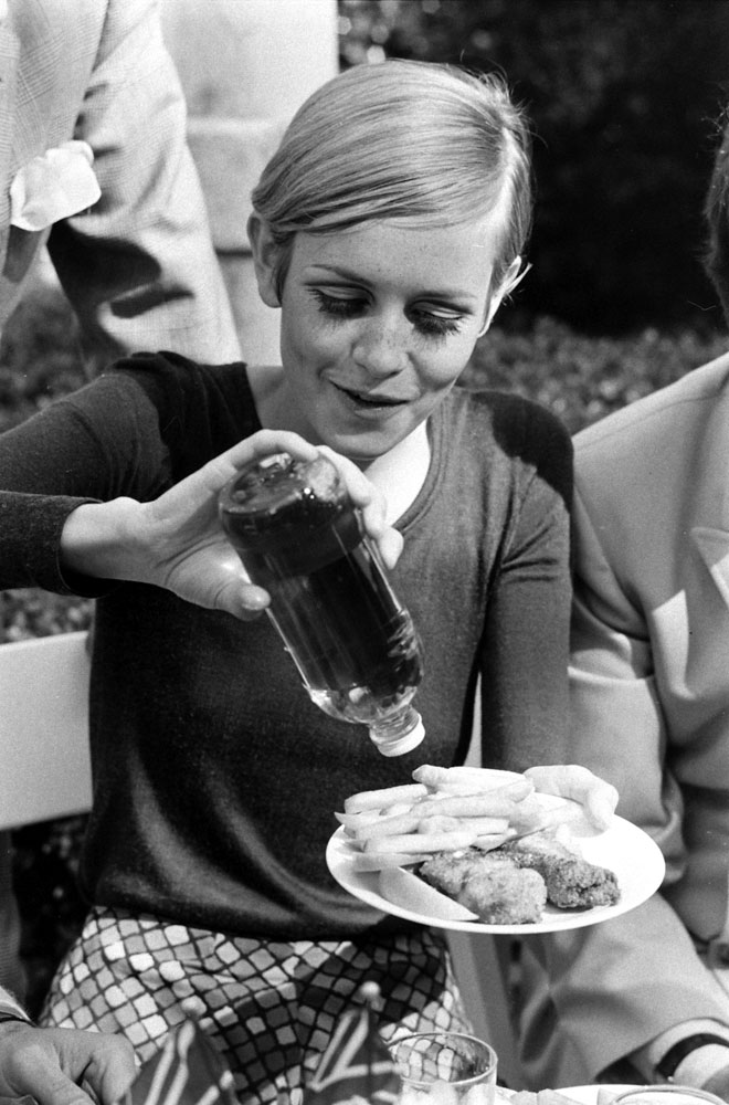 Pictures of twiggy hanging out with friends including for Eating fish everyday