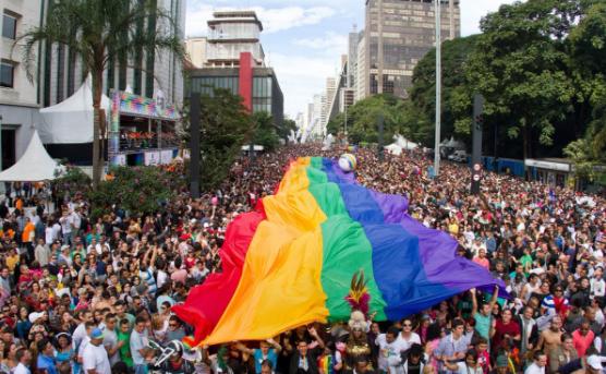 """APOGLBT confirma """"Parada LGBT"""" para o próximo domingo, dia 3, na Paulista; 'trios estão abastecidos'"""