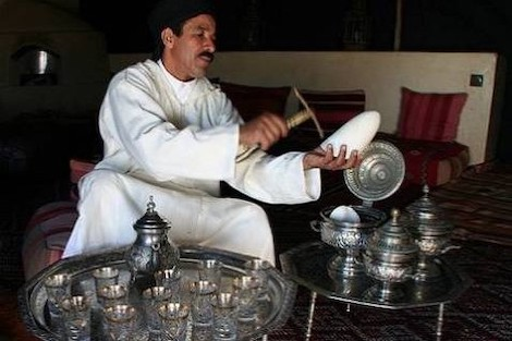 """المغاربة يستهلكون الشاي والسكر بمستويات قياسية """"زمن كورونا"""""""