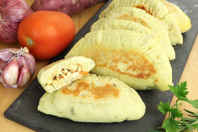 Pão recheado de batata doce, massa e dois ingredientes, pão caseiro fácil e rápido sem glúten e vegano Pensando ao contrário por Camila Victorino
