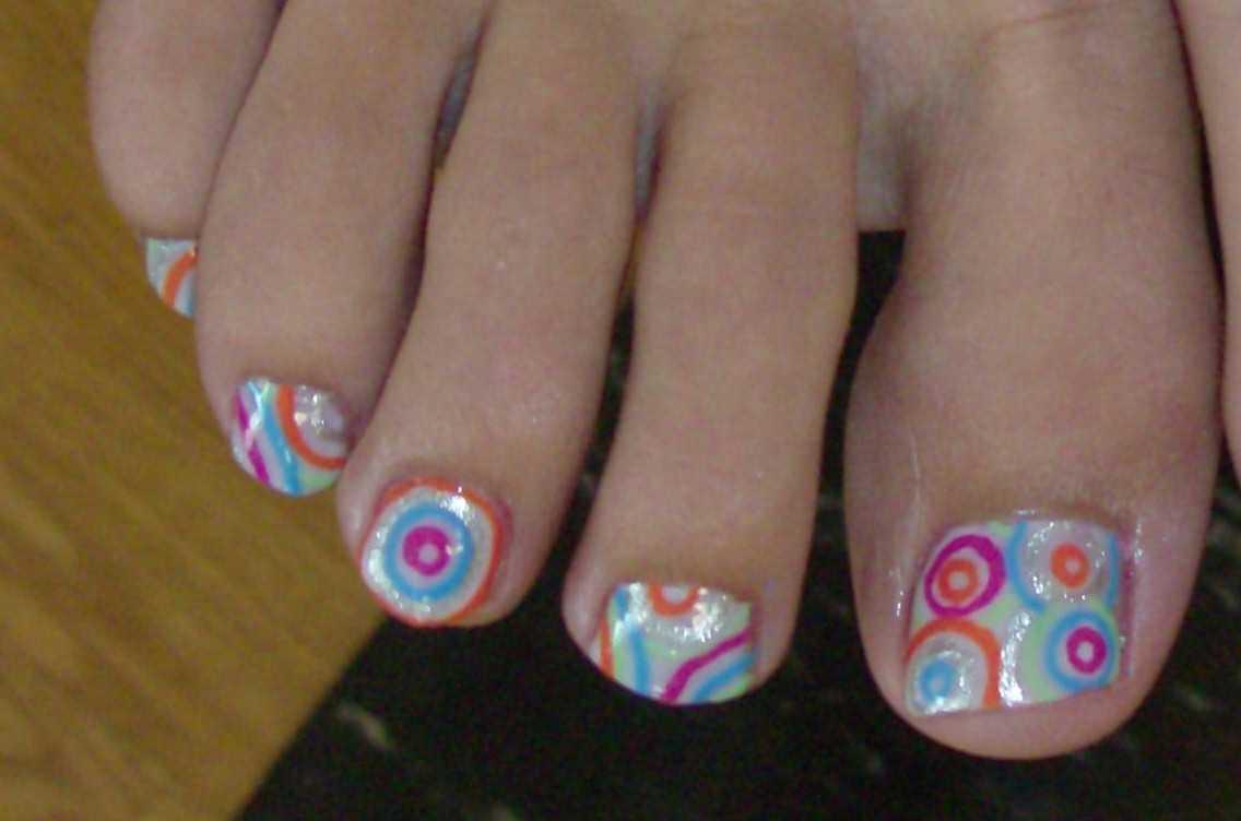 Swirly Toenail Art | Nailic