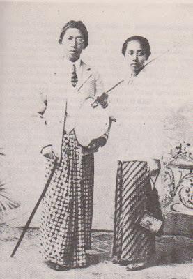 Ki Hajar Dewantara dengan R.A. Sutartinah