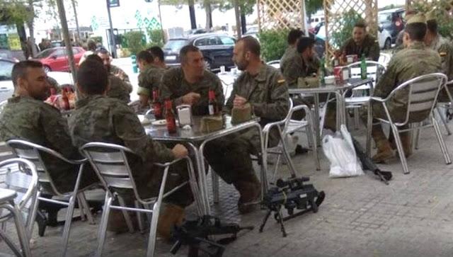 Defensa podría sancionar a los legionarios fotografiados en la terraza de un bar en Cataluña