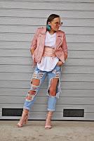 https://www.karyn.pl/2018/07/rozowy-gorsetowy-pasek-i-podarte-spodnie.html