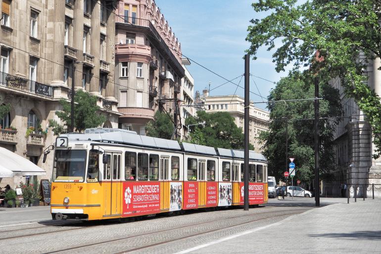 Tramway dans les rues de Budapest