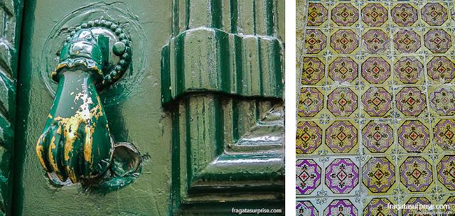 Detalhes de fachadas da Calçada do Carmo, em Lisboa