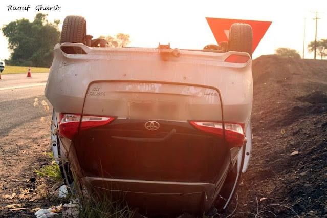 Batida frontal entre carros deixa mulher gravemente ferida na SP-284, em Rancharia