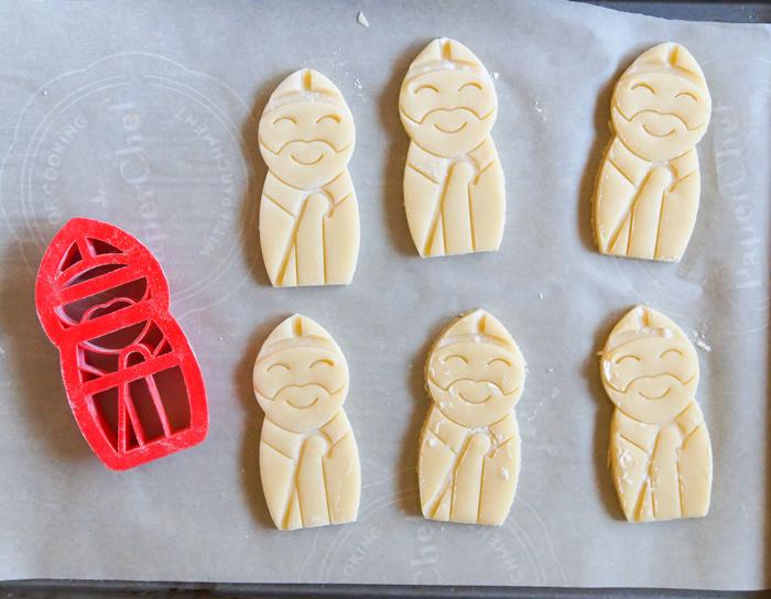 St. Nicholas cookie cutter ♥ bakeat350.net