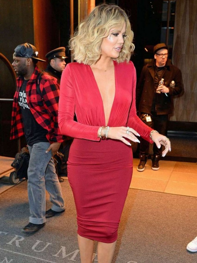 Khloe Kardashian goes braless in a revealing dress!