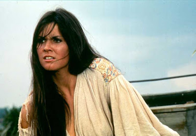 Caroline Munro en Capitán Kronos, Cazador de Vampiros 1974