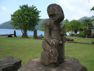 La estatua de un extraterrestre gris de gran tamaño en Temehea Tohua