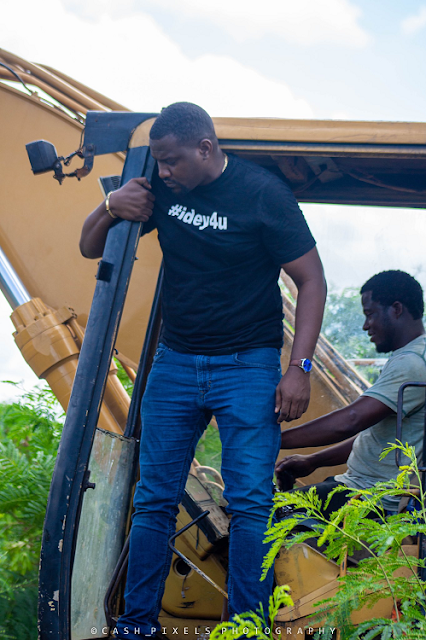 Ghallywood and Nollywood actor John Dumelo blesses community