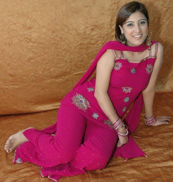 Hot Desi Girls In Salwar Hd Wallpapers
