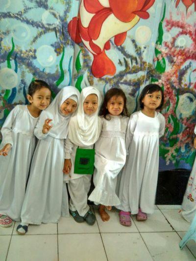 gambar gamis anak perempuan warna putih murah