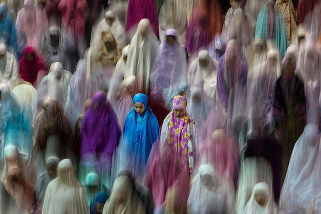http://www.afriadihikmal.com/2017/05/indonesian-muslims-offer-special-tarawih.html