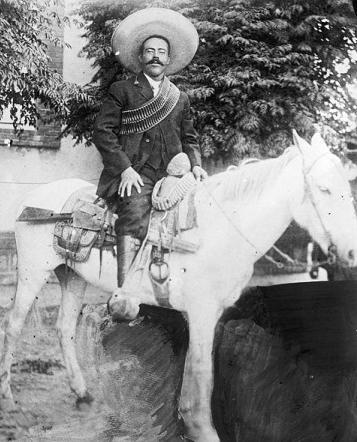 Pancho Villa montado en su caballo