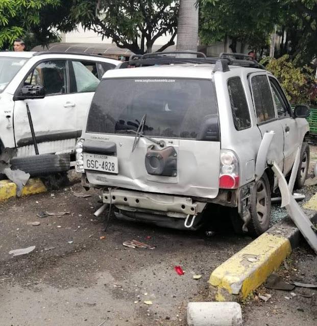 Explosión en la Universidad de Guayaquil afectó a varios vehículos