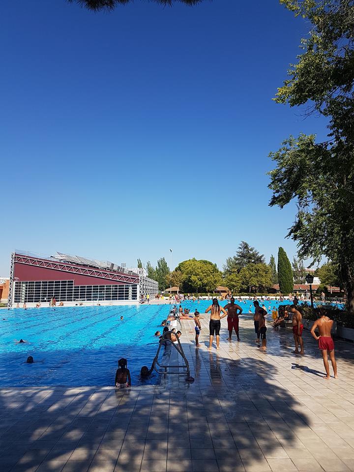 La piscina de aluche que abri con dos meses de retraso for Piscina publica madrid