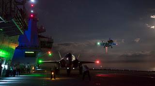Latihan Pendaratan Malam di Kapal Induk HMS Queen Elizabeth