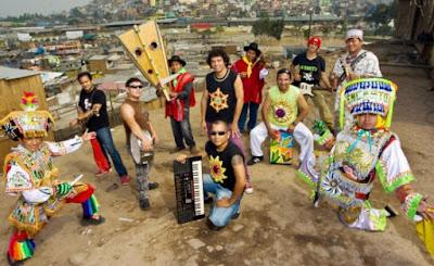 Foto de los integrantes de La Sarita en un cerro