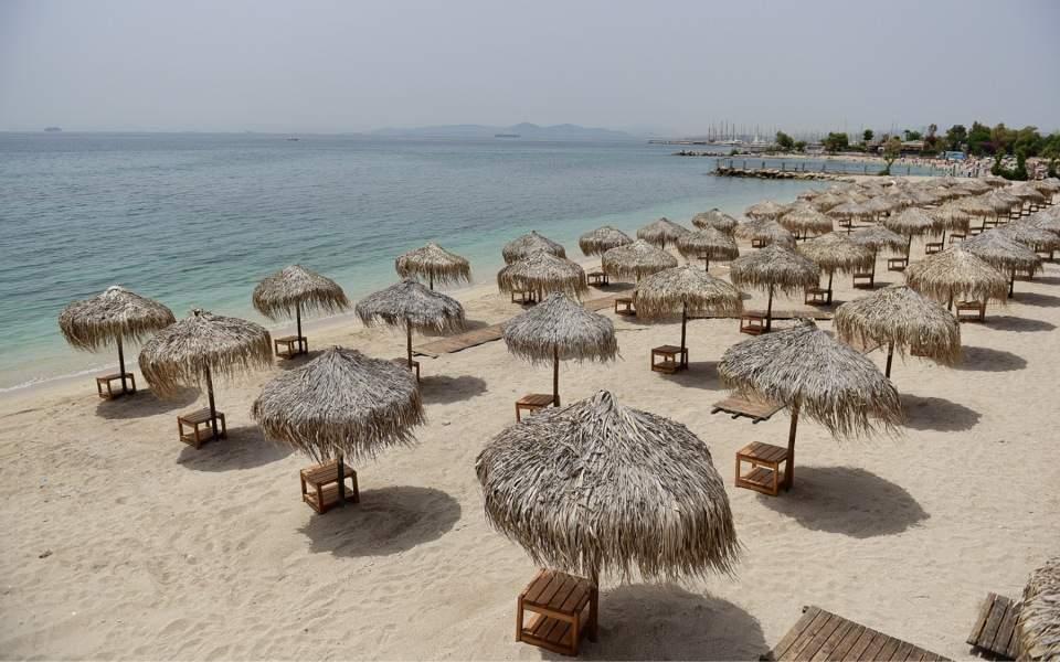 Οι νέοι κανόνες στις παραλίες – Τι ισχύει για μπαρ, μουσική και αλκοόλ