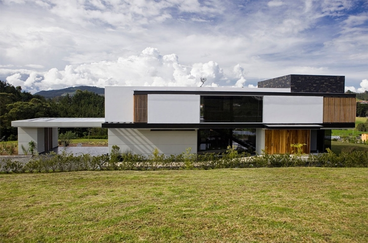 Back facade of Modern architecture house by Carlos Molina