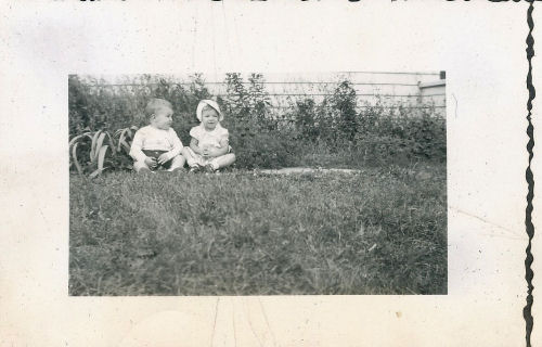babies sitting together 1949