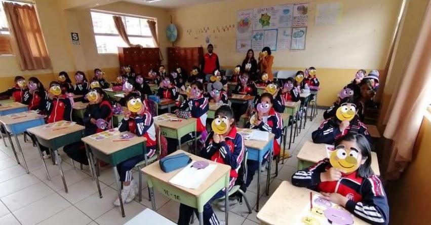 Orientan a escolares de Cusco sobre cómo proteger sus datos personales en redes sociales