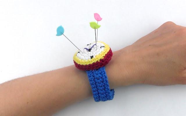 tutorial-amigurumi-gratis-reloj-alfiletero-ganchillo