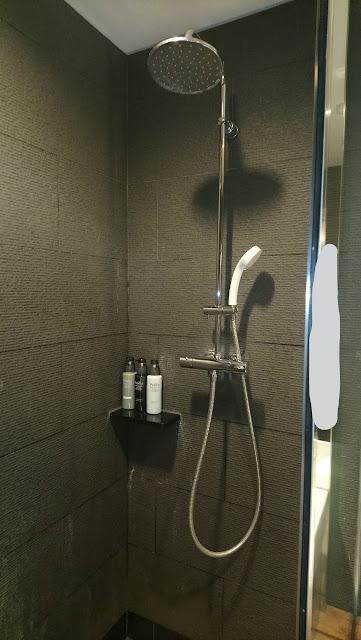 sakura lounge shower room at haneda international airport