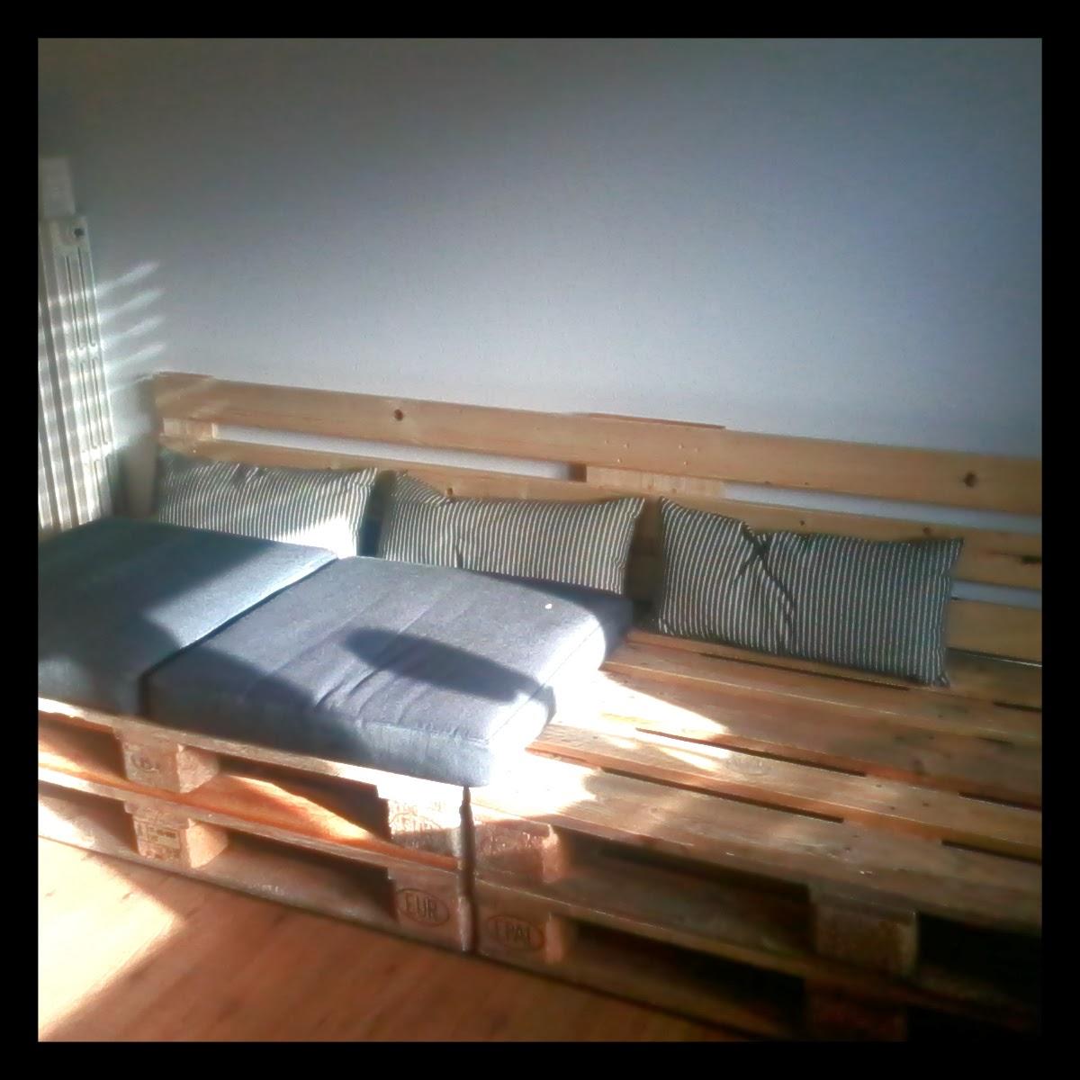 Idea design ecologico divano pallet for Divano in pallet