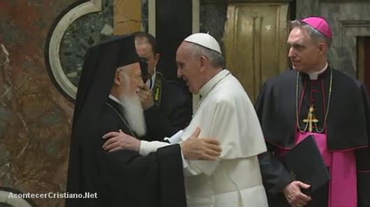 Papa Francisco se reúne con cristianos, ortodoxos y judíos