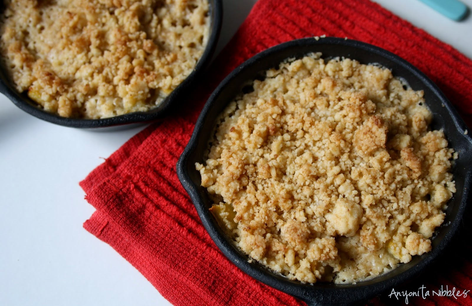 These #paleo and #glutenfree peach skillet crumbles are a perfect, healthy indulgent treat from Anyonita Nibbles