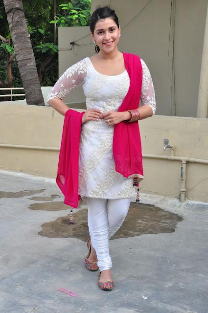 Mannara Chopra new cute Pictures 036.jpg