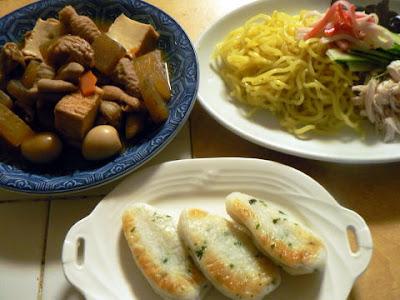 ラーメンサラダとモツ煮+笹かま