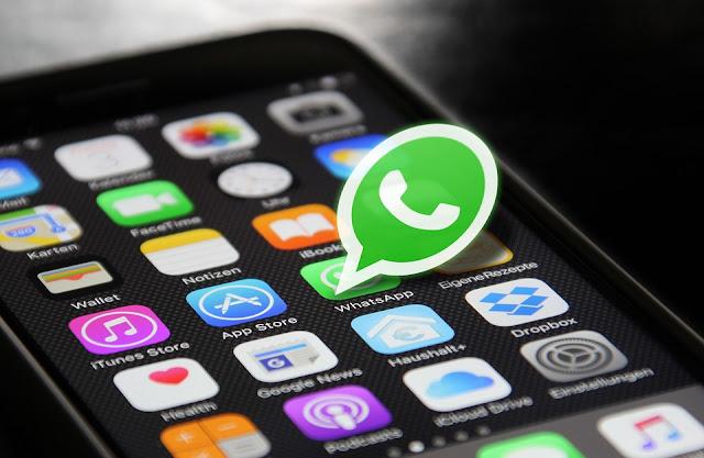 para entrar a tu aplicacion de whatsapp solo debes buscar la imagen que ves en pantalla en tu celular y dar clic