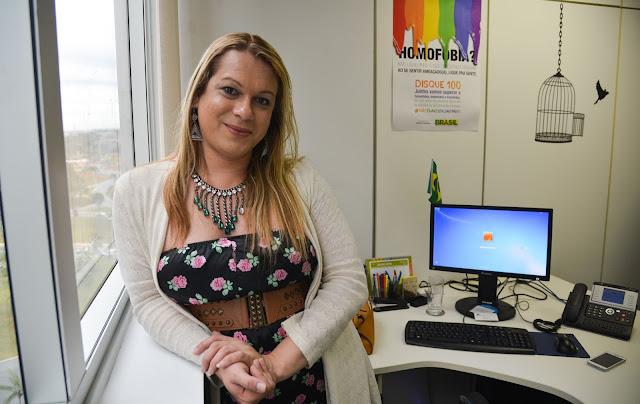 'Infelizmente os autores de novela continuam insistindo em negar que trans ocupem o mercado de trabalho', diz Symmy Larrat sobre trans na próxima novela de Aguinaldo Silva
