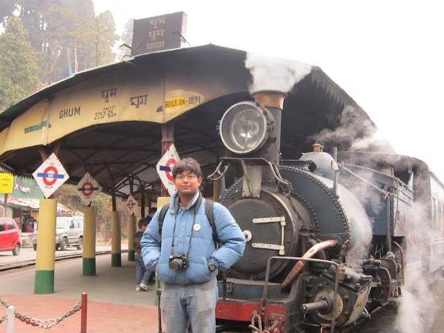 darjeeling toy train ghum station