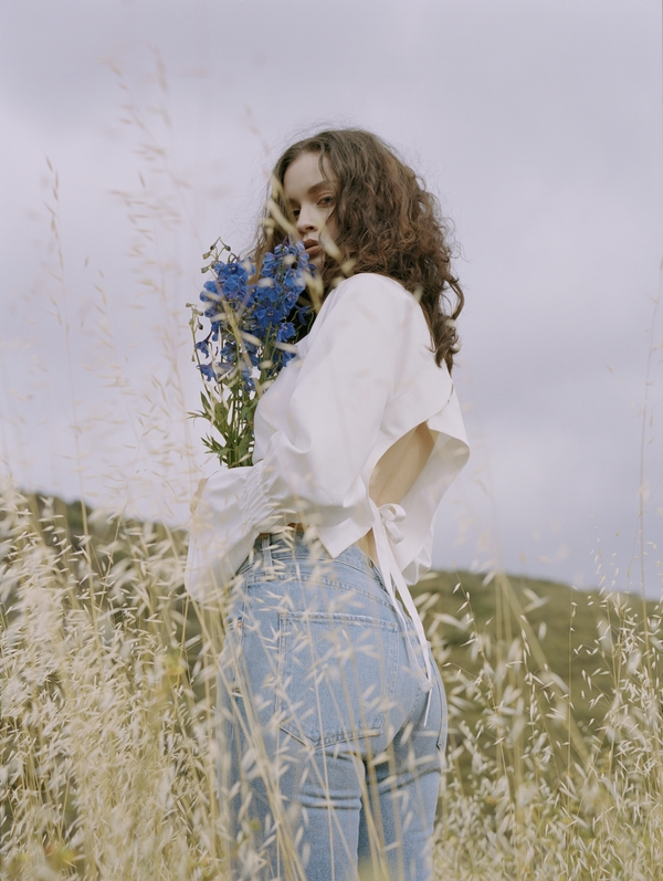 MusicLoad presents the Sabrina Claudio song titled Cycle from her album titled no rain, no flowers. Photo by Daria Kobayashi Ritch