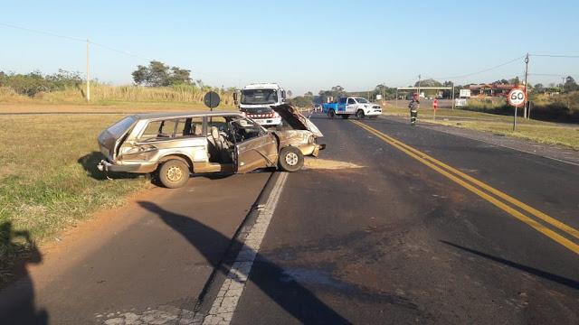 Acidente de trânsito entre carro e caminhão deixa uma vítima grave na SP-294, em Osvaldo Cruz