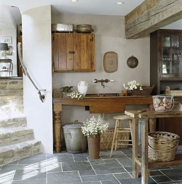 This farmhouse style wash basin and barnwood table is quintessential french countryside decor