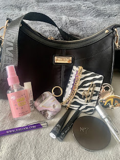 WHATS IN MY BAG!